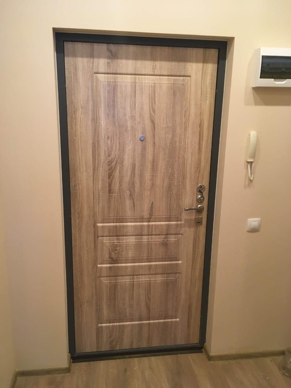 ремонт двери, установлены новые панели из МДФ, моноблок Cisa и дверные ручки